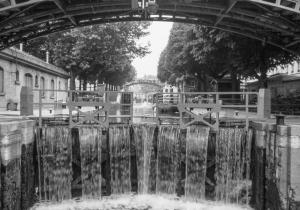 Canal St Martin, Quai de Jemmapes, Paris (920610-10)-2