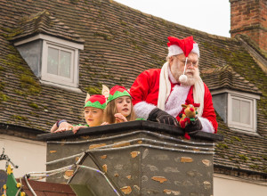 christmas-parade-buckingham-161210-2