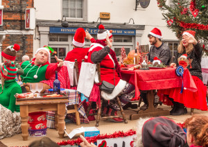 christmas-parade-buckingham-161210-3